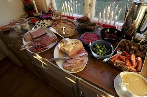 Ät din julskinka, revben och prinskorv med gott samvete, skriver Landsbygdspartiet.