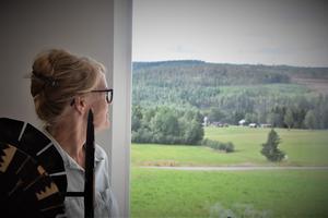 Maria Lagerborg menar att naturen runt Galleri konst och kamera passar perfekt för hennes utställning.