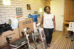 Källaren i huset i Ösmo fungerar lite som förråd, där samlar kartonger med förnödenheter som folk skänker till föreningen och som successivt tas med ner till Uganda på någon av Ritahs eller hennes man Arthurs resor dit.