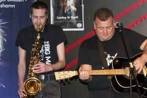 Patrick Arnehall och Thomas Stenberg är två av de lokala musiker som framträder på en kulturfest i storpubsanda. Foto: Solveig S Thörnblom