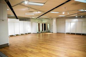 Åhléns lämnade efter sig 2000 kvadratmeters butiksyta. Nästa år talar allt för att nya butiker finns på plats.