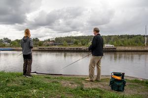 Linnea och hennes pappa Conny Johansson delar intresset för fiske.