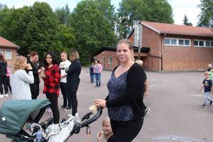 Maria Dalgren var på invigningen för att se den nya skolan. Ett av barnen ska börja för första gången och en ska börja fyran.