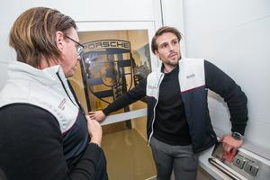Dan Gustafsson och Mathias Bromé tar oss ner till undervåningen via det som kan vara Sveriges långsammaste hiss.