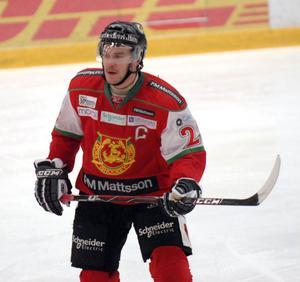 Niklas Fogström har efter en lång och segdragen förhandling med Mora IK tecknat ett nytt ettårsavtal med klubben.
