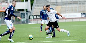 Hussein Ali under U21-matchen mot IFK NOrrköping där han ställdes mot meriterade Egzon Binaku (14).