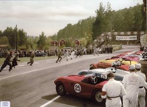 En klassisk Le Mans-start var vad som gälle vid KAK:s biltävling på TT-banan den 23 maj 1954.