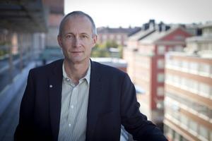 Att få hälsinglans ungdomar att åka i väg till universitetsstäderna och högskoleorterna och utbilda sig är det enda sätet att hålla liv i Hälsinglands kommuner, menar Arbetsförmedlingens biträdande generaldirektör Clas Olsson