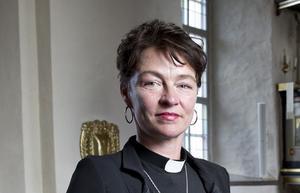 Katia Postol avsattes från sin tjänst som kyrkoherde i Järna.