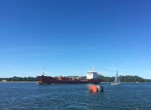 Sjöfartverket har föreslagit att Landsortsfarleden ska göras djupare och bredare. Leden är en allmän farled som sträcker sig från Landsort till Södertälje.