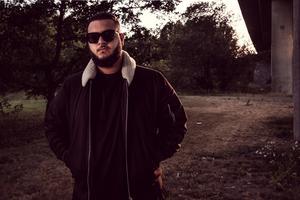 Basil Khamis från inspelningen av musikvideon. Foto: PJ Lindqvist.