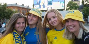 Saga-Lee Lindmark, Lovisa Lundgren, Vendela Eklöf och Mika Lättman var på plats på torget vis åttondelen. Nu hoppas arrangörerna att de kommer tillbaka – med massor av vänner.