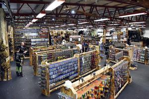 Orsa Fiskecenter har en affärslokal på 1600 kvadratmeter om man räknar in dess varulager.