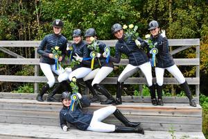 Gävle Ponnyklubb firar efter en av alla segrar under året.