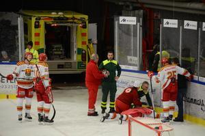 Matchen mellan Borlänge och Skövde avbröts efter spelarskada.