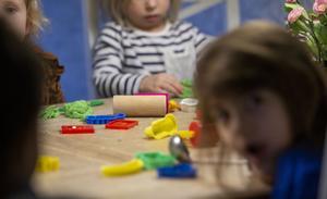 På grund av minskade skatteinkomster behöver kommunen bland annat spara in på barnverksam.