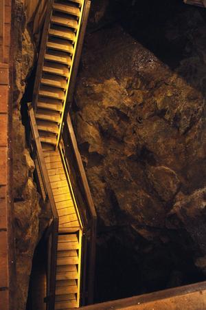 Ett system med riktiga, stadiga trappor finns nu att tillgå för besökare som går ner i Lovisaschaktet.