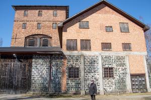 Hyttan var länge rivningshotad, men med hjälp av bidrag renoverades den på 1970-talet av den dåvarande ägaren, ett skogsbolag. I dag ägs byggnaden av den ideella föreningen Hyttan och ingår i Axmar bruks kulturreservat.