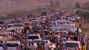Augusti 2014. Tiotusentals människor försöker ta sig in till den kurdiska huvudstaden Erbil i norra Irak.