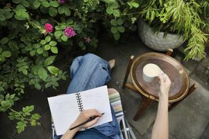 Hösten är som gjord för poesi. Skriv en dikt du också! Foto: Jessica Gow / SCANPIX