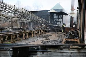 I bakgrunden ligger maskinhallen, som till stora delar kunde räddas.