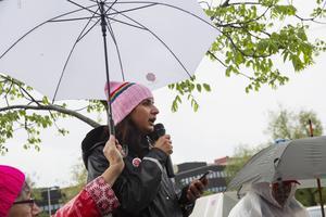 – Jag är så innerligt trött på att varje dag påminna mig själv och min dotter om vårt värde, sade Roza Güclu Hedin, ordförande i Socialdemokraterna Falun.