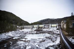 Fastighetsskatten på vattenkraftsstationerna i Norrland, Värmland och Dalarna ger staten cirka sex miljarder per år och endast cirka 125 miljoner går tillbaka som bygdemedel efter ansökan. Låt oss anamma det norska synsättet. Skatten skall i huvudsak stanna där den uppstår, skriver fem företrädare för Landsbygdspartiet oberoende.