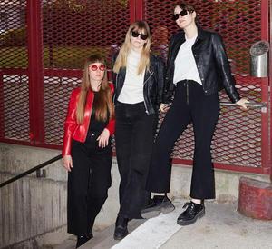 Clara Gyökeres, Amanda Eddestål och Julia Boman i VERO. Bild: Oh My Eyes