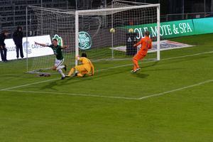 Jakob Orlov gör 3-2 för J-Södra.