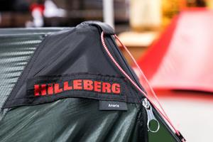 Just nu är efterfrågan på Hillebergs tält betydligt större än den mängd som företaget hinner tillverka. På bildens syns det senaste tillskottet i tältfamiljen. Ryggåstältet Anaris.