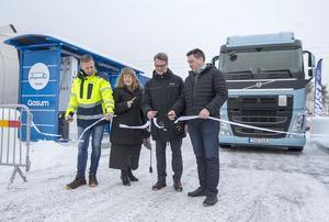 Magnus Holmberg, Anne Sörensson, Henrik Dahlsson och Magnus Andersson invigde den nya gasmacken i Torvalla.