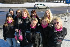 Några av medlemmarna i MC-Kvinnor Västmanland. Från vänster: Pia Andersson, Beatrice Helin, Kicki Johansson, Pia Strand Runsten, Eva Boström, Marianne Andersson, Malin Alldén, Katarina Zettervall och Gene Liljegren.