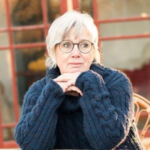 Moa Rudebert är med i Jerle stadsförening och en av dem som arrangerar författarkvällarna i Svalbo. Pressfoto: Kristina Aczél Nebron / VA´FINTFOTO