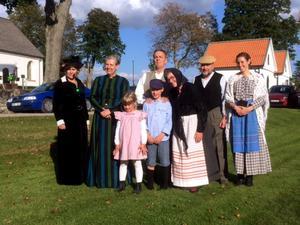 Ensemblen som spelade Husförhöret i Katthult under 100-årsjubileumsfirandet i Lerbäck i söndags.