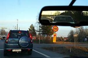 Foto: ANNAKARIN BJÖRNSTRÖM Igenkorkat. Det tog tid att ta sig fram i går. Värst var det längs E:4an norr om Gävle, men även i Hamrånge blev det köer när trafiken var som tätast.