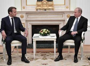 Macron eller Putin?Foto via AP