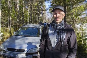 Bilarna borde ha flyttats för länge sedan konstaterar Fredrik Juhlin vid Norrhälsinge miljökontor.