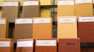 Välj en smutsigare ton än du tror. Herrgårdsgult tror många är klargult men det är mer senapsgult, nästan brunt, som upplevs gult när det målas på ett helt hus.