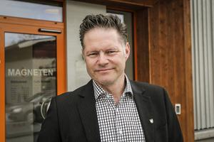 Krokoms kommunchef Jonas Törngren kräver att bankerna tar ansvar för kontanthanteringen.