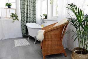Det nybyggda och ljusa badrummet har en underbar spakänsla.