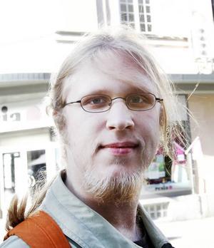 Linus Andersson, 19 år, studerande, Uppsala.– Jag undrar om det inte är bristande utbildning. Det är också en reaktion mot invandringen, även om den inte är särskilt rationell. Det är också lätt för folk att ta till sig den enkla retoriken som bygger på oss mot dem.