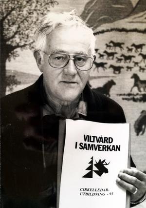En hjärtpunkt genom alla år för Ruben Forsberg  var bygdegårdsrörelsen, där han för 60 år sedan var med och skapade Åsgarns bygdegård i byns gamla skolhus och sedan i årtionden verkade som föreningens ordförande. Viltvård var något annat som arrangerade honom och han var även ledande i bygdens jaktlag .