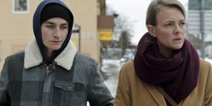 Gustav Lindh och Josephine Bornebusch spelar syskon i serien.