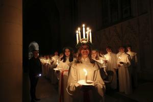 I dag firar vi Lucia, ljusdrottningen. Bakgrunden är en helgonlegend från Sicilien