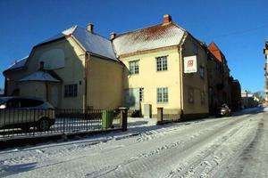 Kommunstyrelsen har sagt ja till en försäljning av gamla Folkets hus eller Hantverkshuset som huset också kallas, till den ekonomiska föreningen Hantverkshuset.
