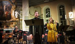 Andreas Franzén och Jennie Lindh var solister vid söndagens julkonsert i Själevad.