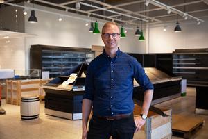 – För mig är det viktigt att alla i personalen känner sig delaktiga, säger butikschefen Erik Nilsson som är taggad inför öppningen av Coop i Falun.