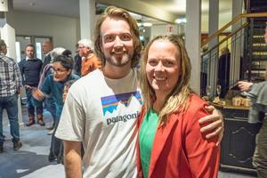 Rasmus och Nike Bent jobbar båda i skidanläggningen. Nike, som är sportchef, lyfter fram gemenskapen som finns bland personalen, som en del av tänndalskänslan.