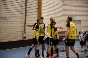Surahammars IBF är topptippade i herrarnas division 1 mellersta Svealand och har inlett säsongen med fem poäng av sex möjliga. FOTO: Eric Blomqvist