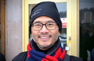 Wannian Liu, eller Leo som han kallar sig, bor i Umeå där han bland annat även driver en systerkrog till Great Eastern i Sundsvall.